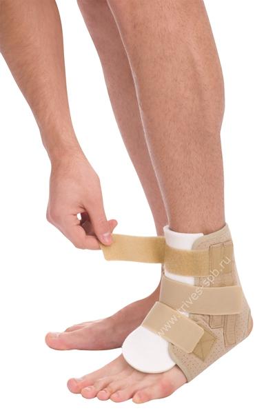Бандаж компрессионный на голеностопный сустав бежевый с пластинами Тривес Т-8609